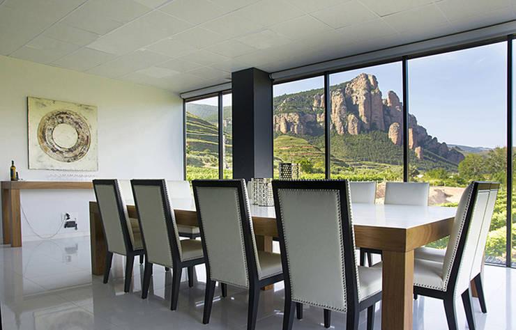 Bodega Nivarius: Salones de estilo moderno de Rafael Hernáez Loza AITEC Proyectos
