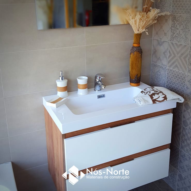 Casa de Banho Nº 3: Casas de banho  por Nós-Norte