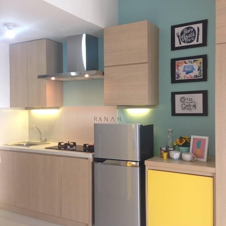 Studio Apartment – Park View Condominium Depok:  Dapur by RANAH