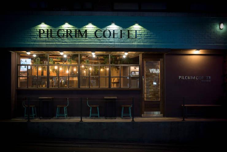카페 필그림 – cafe 인테리어 : 므나 디자인 스튜디오의  상업 공간