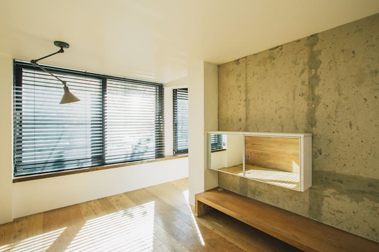 Mr.Park APT – 아파트 인테리어: 므나 디자인 스튜디오의  거실