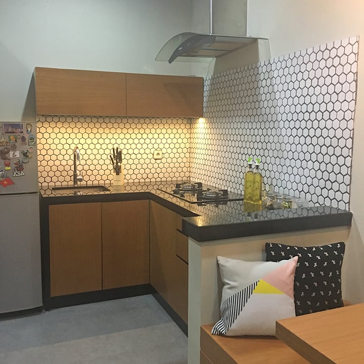 Interior Residential – Pomentia Residence:  Dapur by RANAH