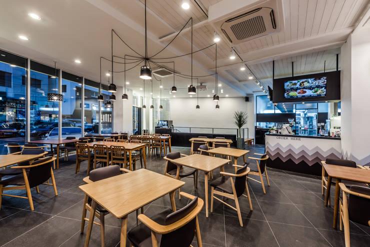 CAFE THE DEEP – BRUNCH & COFFEE (카페 더 딥): 커스텀 디자인 랩의  상업 공간