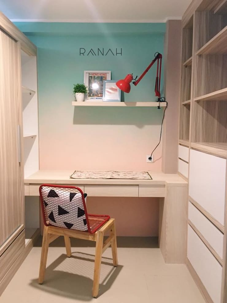 2 Bedrooms - Bassura City Apartment:  Ruang Kerja by RANAH