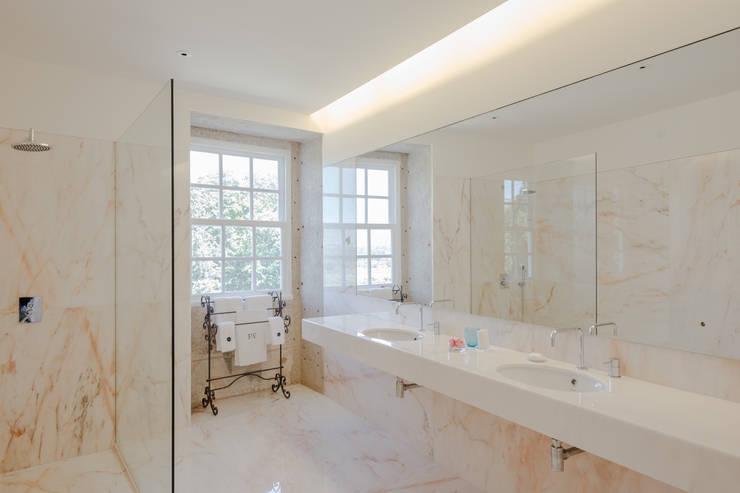 Baños de estilo minimalista por PROD Arquitectura & Design