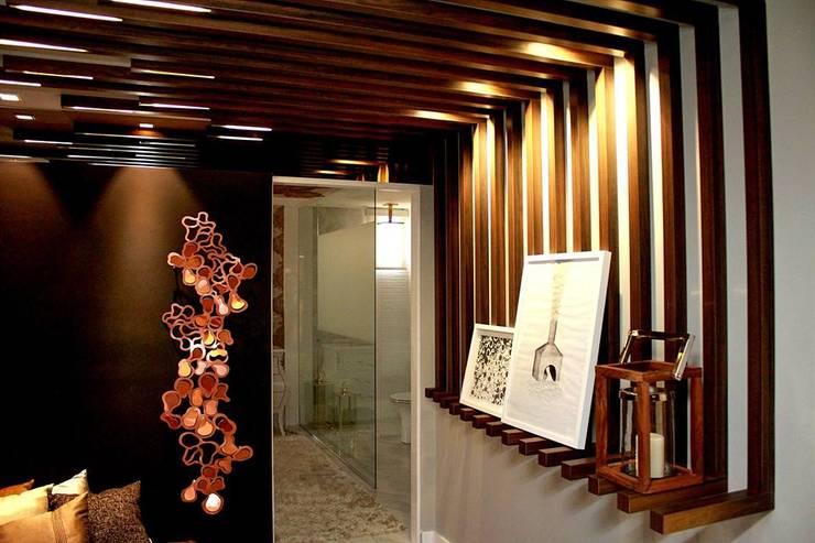 Pasillos, vestíbulos y escaleras de estilo moderno de Duna Arquitetura Moderno Madera Acabado en madera