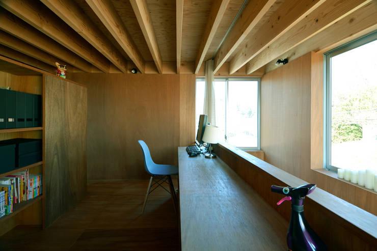 Estudios y oficinas de estilo  por 神永設計