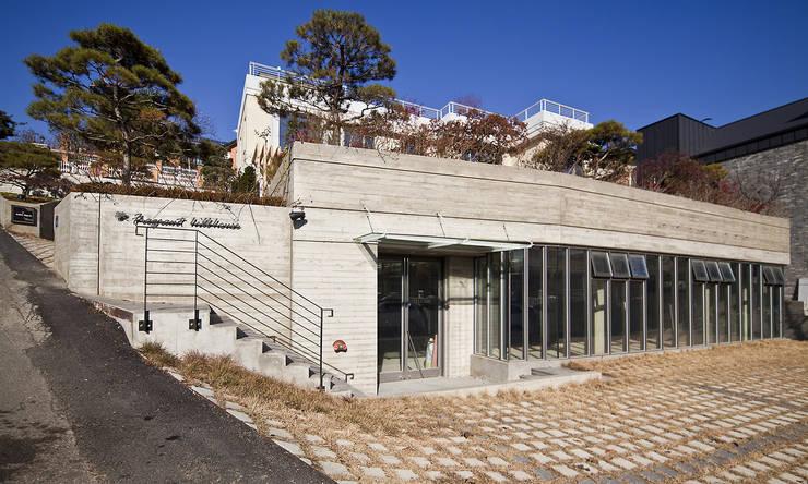 분당 이매동 주택 <Fragrant hill house>: 더 이레츠 건축가 그룹의  주택