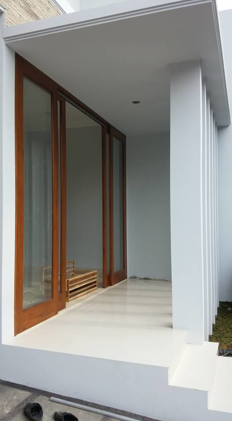 Project Rumah Unit Nuansa Villa Bali Modern di Cinere unit 2:  Teras by Jasa Arsitek Jakarta