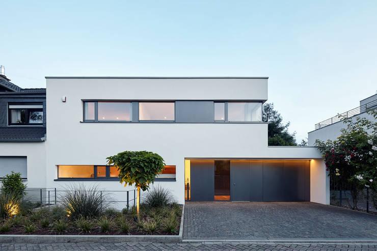 Straßenansicht:  Häuser von Falke Architekten