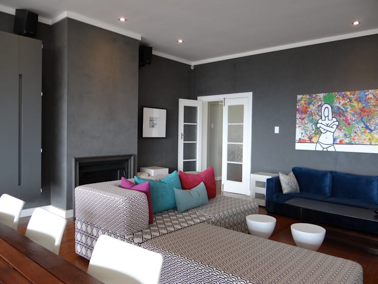 Living room:  Living room by Turquoise , Modern