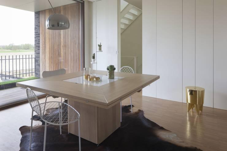 Cirkante 145 cm (gesloten): modern  door MMooD, Modern Hout Hout