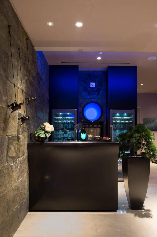 Bar:  Ruang Penyimpanan Wine by E&U