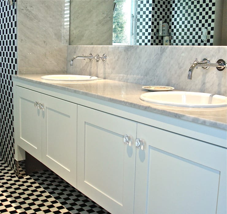 Bathroom vanity:  Bathroom by Turquoise