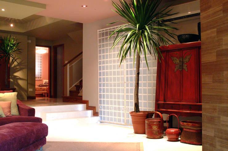 Dekorasi:  Living room by E&U