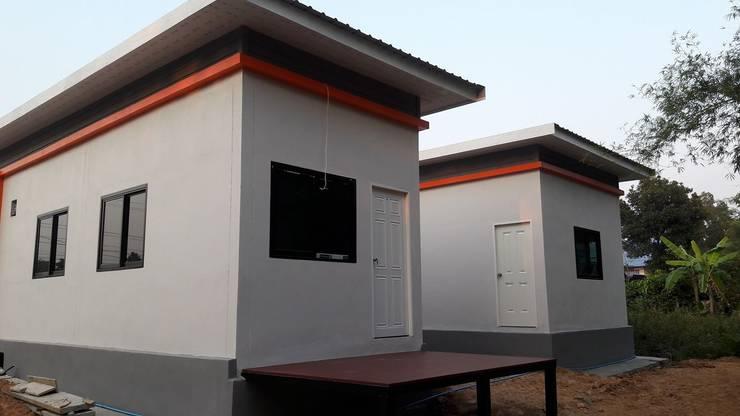บ้านสไตล์โมเดริ์นพร้อมออฟฟิศในตัว:   by หจก.ที เค รับสร้างบ้าน