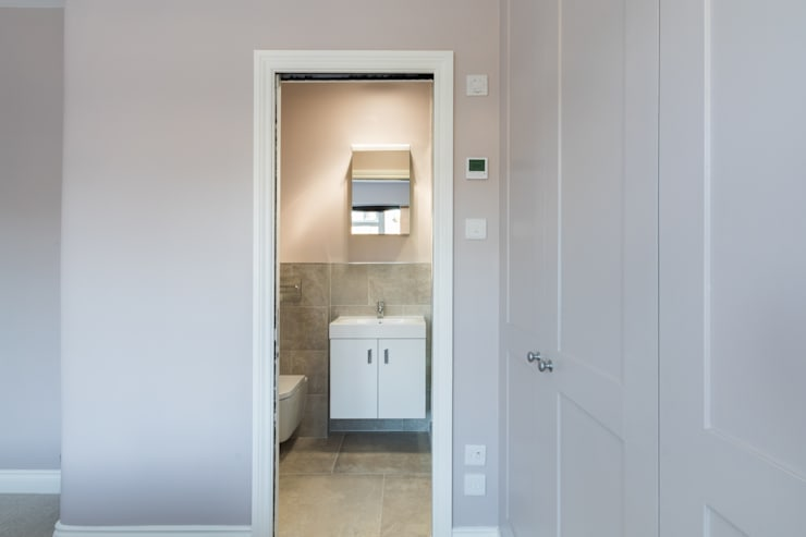 Bathroom by TOTUS, Modern