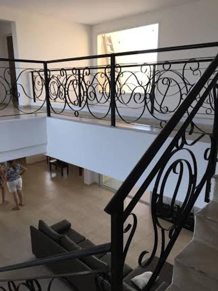 PROYECTO,DISEÑO CASA EN SAN SEBASTIAN.BUENOS AIRES: Casas de estilo  por Gustavo Guevara arqto.,