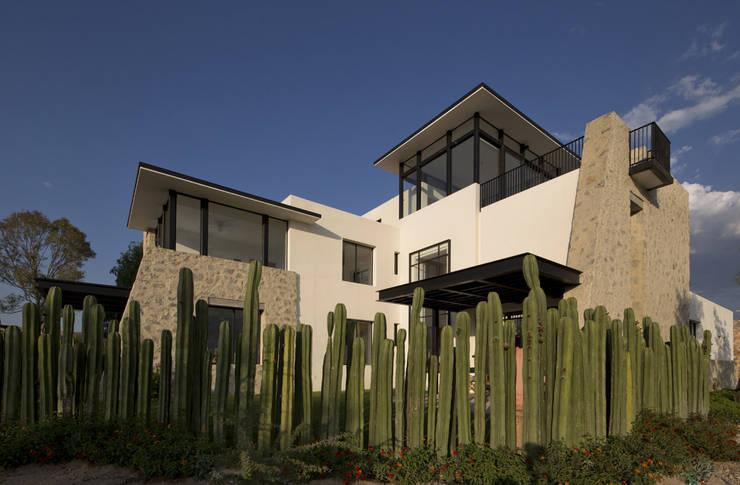 Casa Ventanas SMA: Casas de estilo moderno por Boué Arquitectos