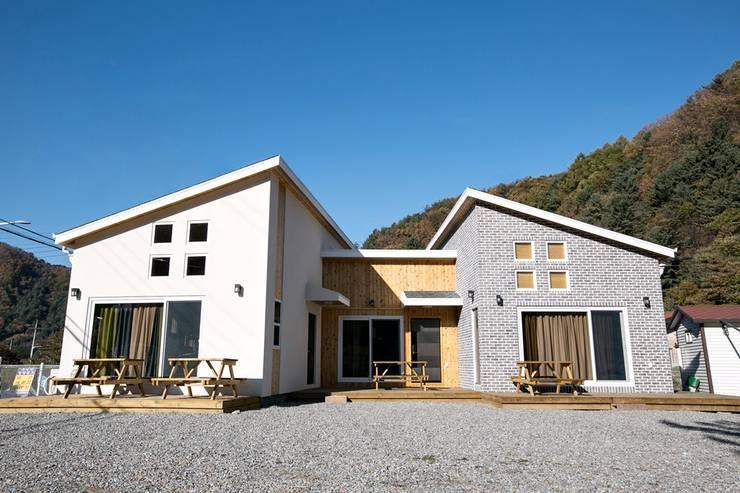 [경기 가평] 아웃도어 라이프스타일 주택: 한글주택(주)의  주택