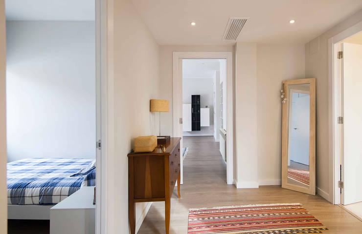 Corridor & hallway by Silvia R. Mallafré
