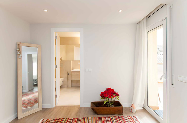 Corridor and hallway by Silvia R. Mallafré