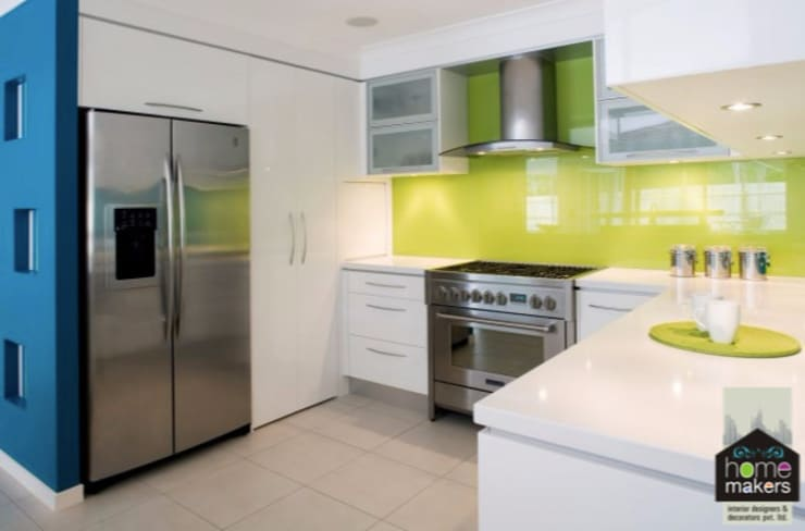 Green Soothing Kitchen:  Kitchen by home makers interior designers & decorators pvt. ltd.