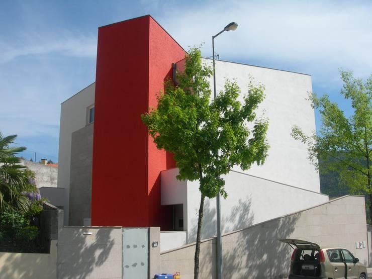 房子 by GUIDA_Gabinete de Urbanismo, Interiores, Desenho e Arquitetura