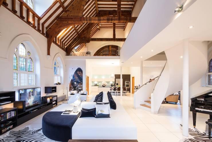 Salas de estilo  por Gianna Camilotti Ltd.