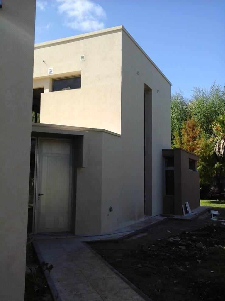 Casa Lou: Casas de estilo  por Marcelo Manzán Arquitecto,