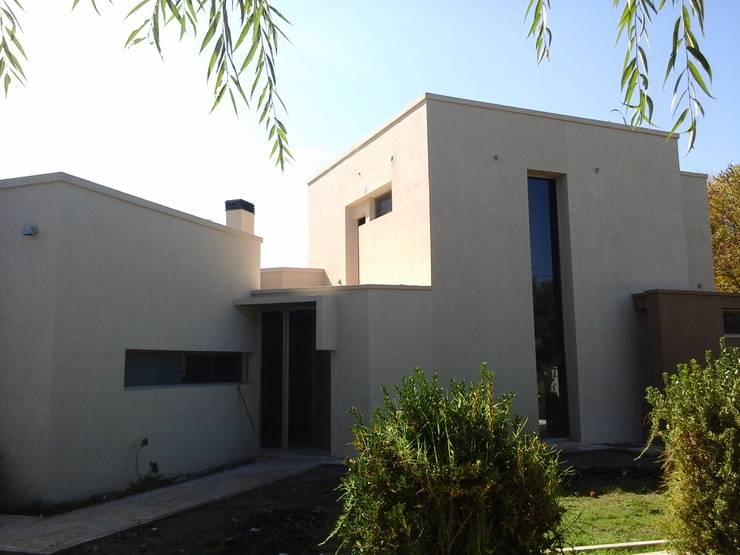 Rumah by Marcelo Manzán Arquitecto