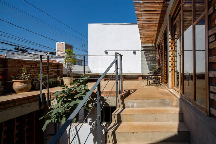 Terrazas de estilo  por Grupo Garoa Arquitetos associados