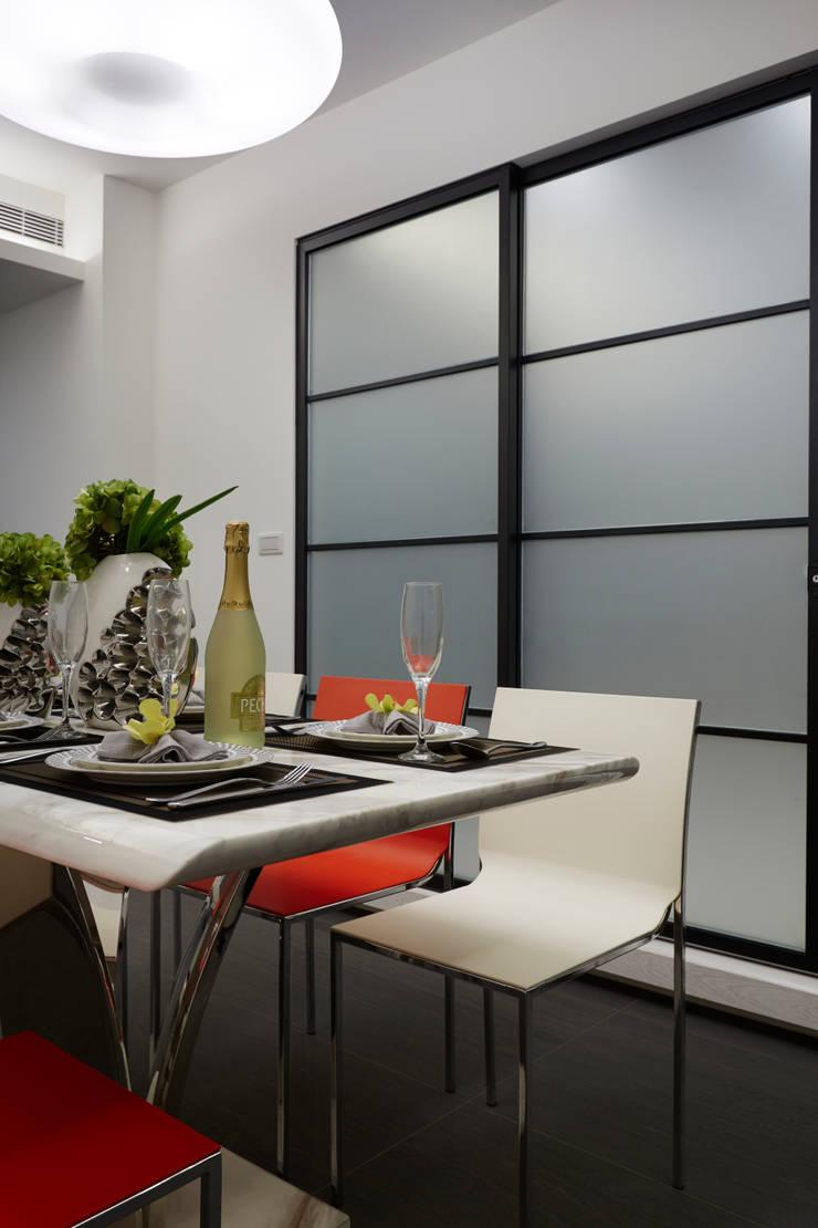 Dining room by 弘悅國際室內裝修有限公司