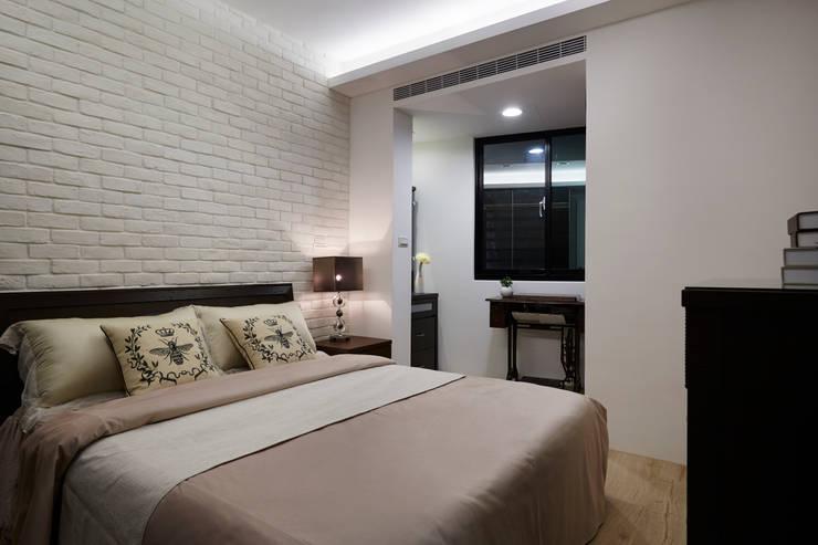 ห้องนอน by 弘悅國際室內裝修有限公司