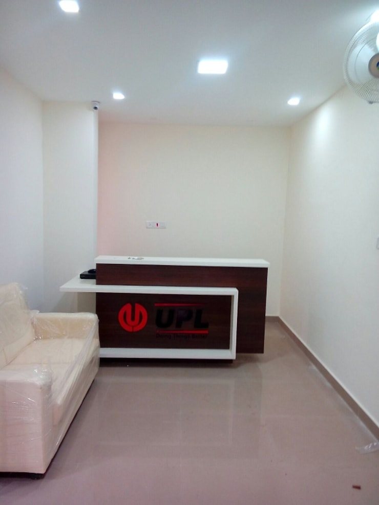 Commercial Interior Designers in Bangalore:  Study/office by Scale Inch Pvt. Ltd.