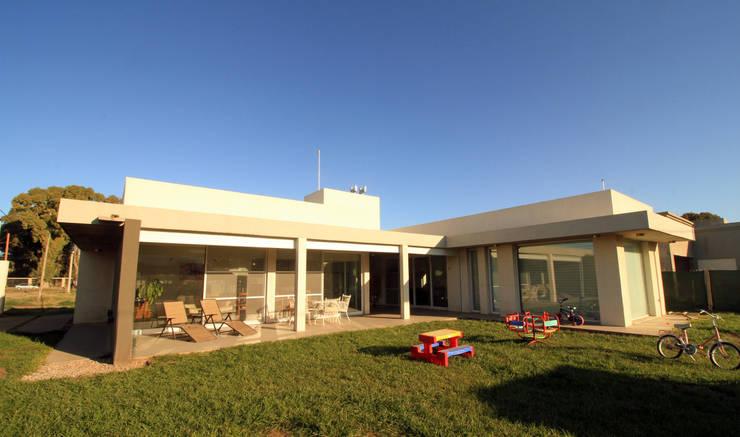 Maisons de style  par MSA ESTUDIO DE ARQUITECTURA