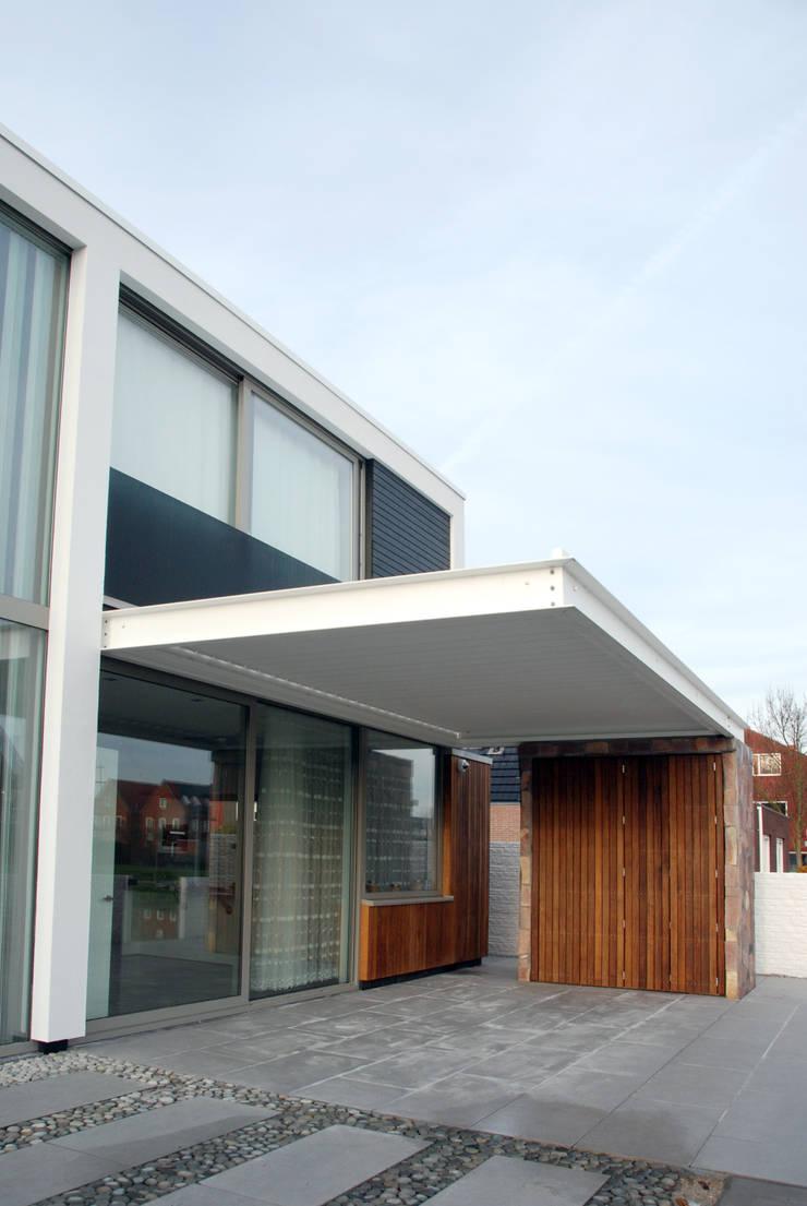 WONING EMY-009:  Terras door Hopmanhuis, Modern