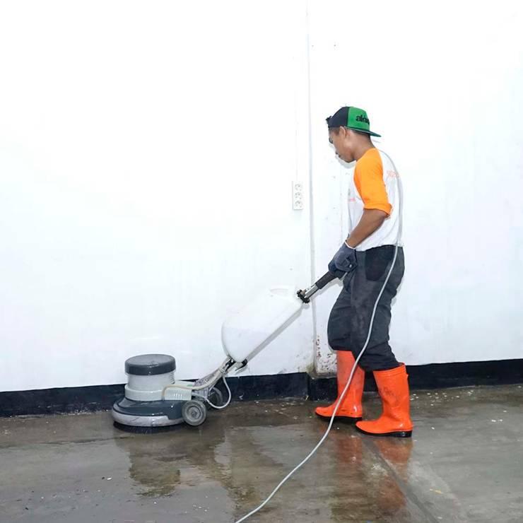 Jasa bersih lantai Gedung:  Pusat Eksibisi by SapuBersih.id