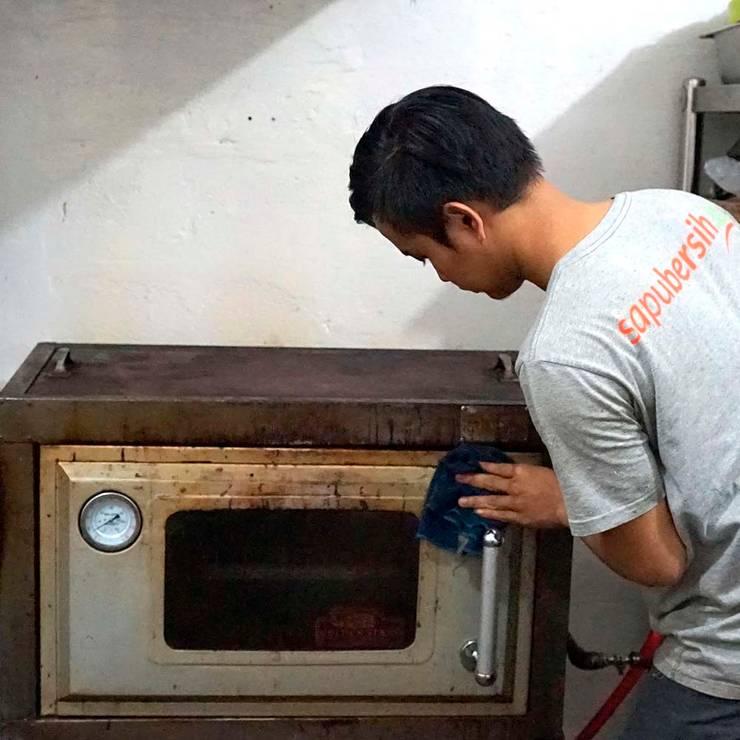 Jasa bersih dapur dan restoran:  Restoran by SapuBersih.id