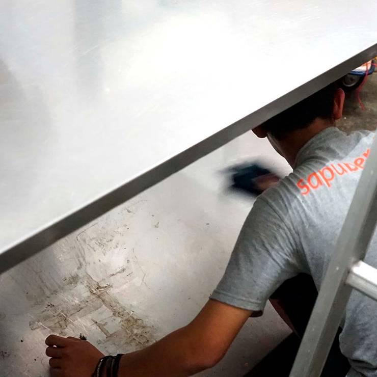 Jasa bersih Ruang usaha:  Ruang Komersial by SapuBersih.id