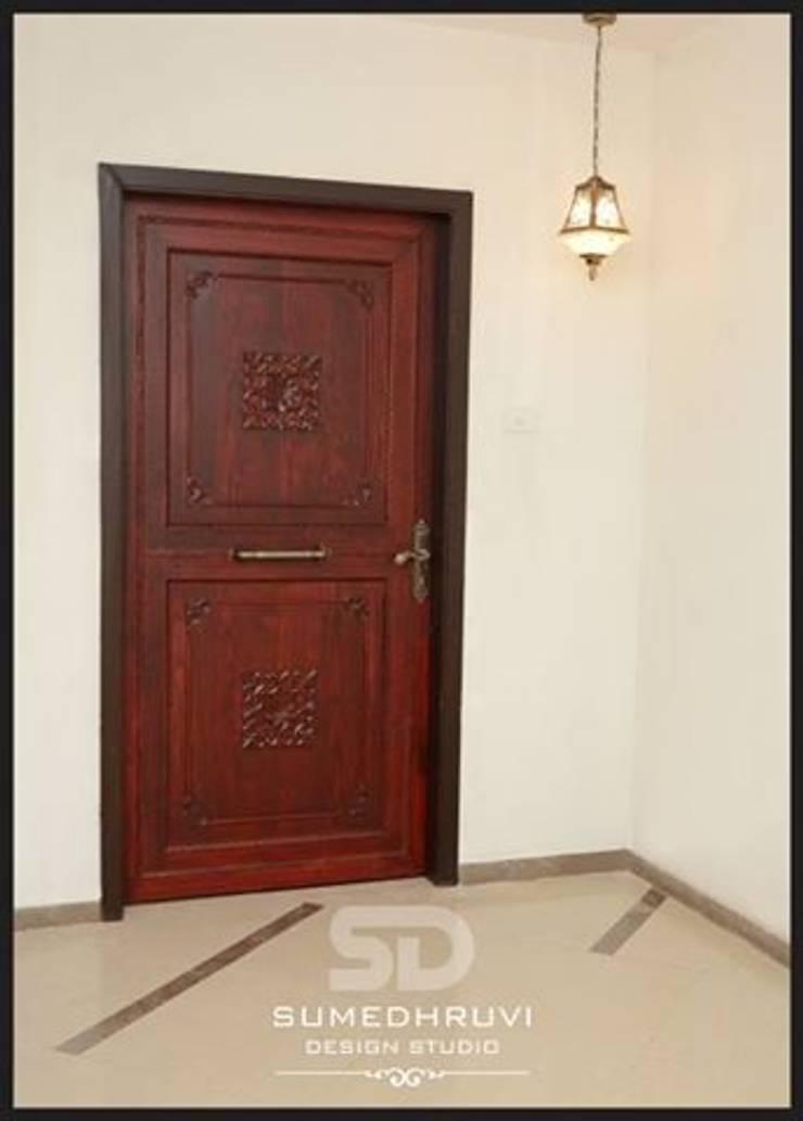Main Door : classic Houses by SUMEDHRUVI DESIGN STUDIO