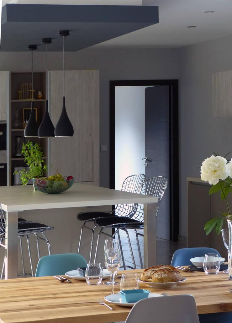 Villa – Drôme Provençale: Salle à manger de style  par Agence Maïlys MOUTON