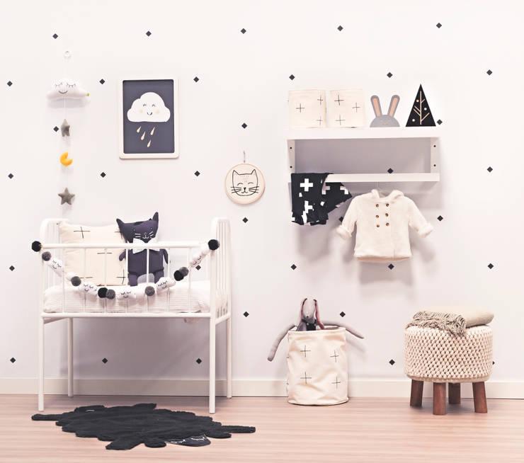 Nursery/kid's room by Adot Arte e Decoração