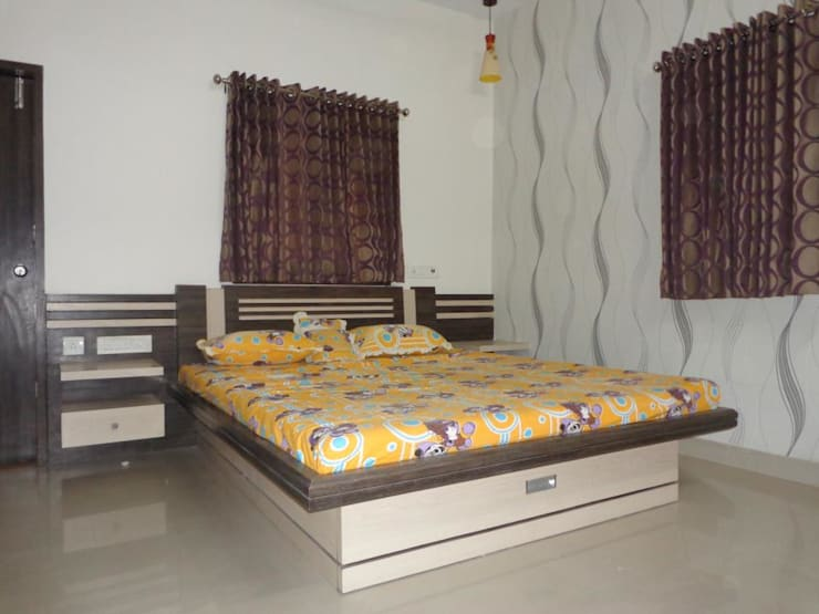 HAZIRA ROAD:  Bedroom by SHUBHAM CONSULTANT & INTERIOR DESIGNING