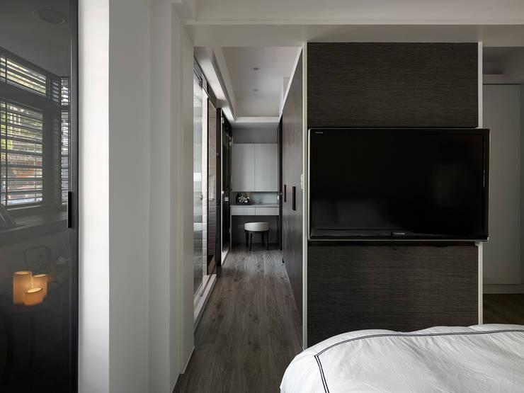 Moderne Ankleidezimmer von 大集國際室內裝修設計工程有限公司 Modern