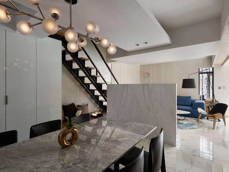 THE NEW WHITE PLACE:  餐廳 by 大集國際室內裝修設計工程有限公司