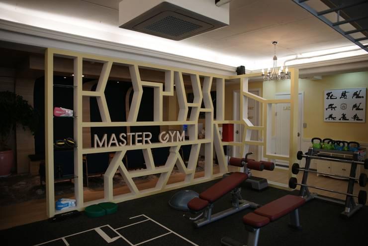 Master GYM 청담점: oldantique design 오직 모양새만 생각하는 사람들의  피트니스,북유럽 MDF