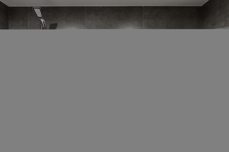 清新工業風 公寓設計:  浴室 by 好家空間設計工作室