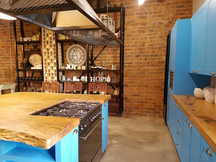 Residential Magaliesburg SA - Industrial Kitchen:  Kitchen by HEID Interior Design