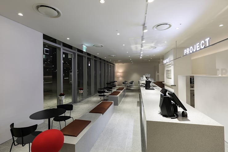 텀트리프로젝트 No.2 ( TUMTREE PROJECT No.2): SUPER PIE DESIGN STUDIO의  바 & 카페,